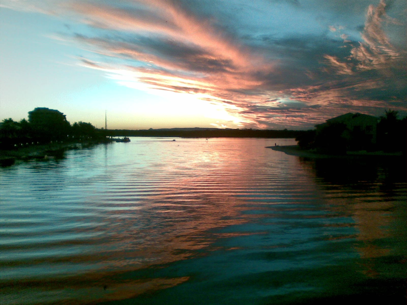 There's nothing like enjoying sunset on a Noosa River ...