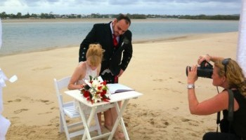 Noosa Dreamboats sandbar wedding packages
